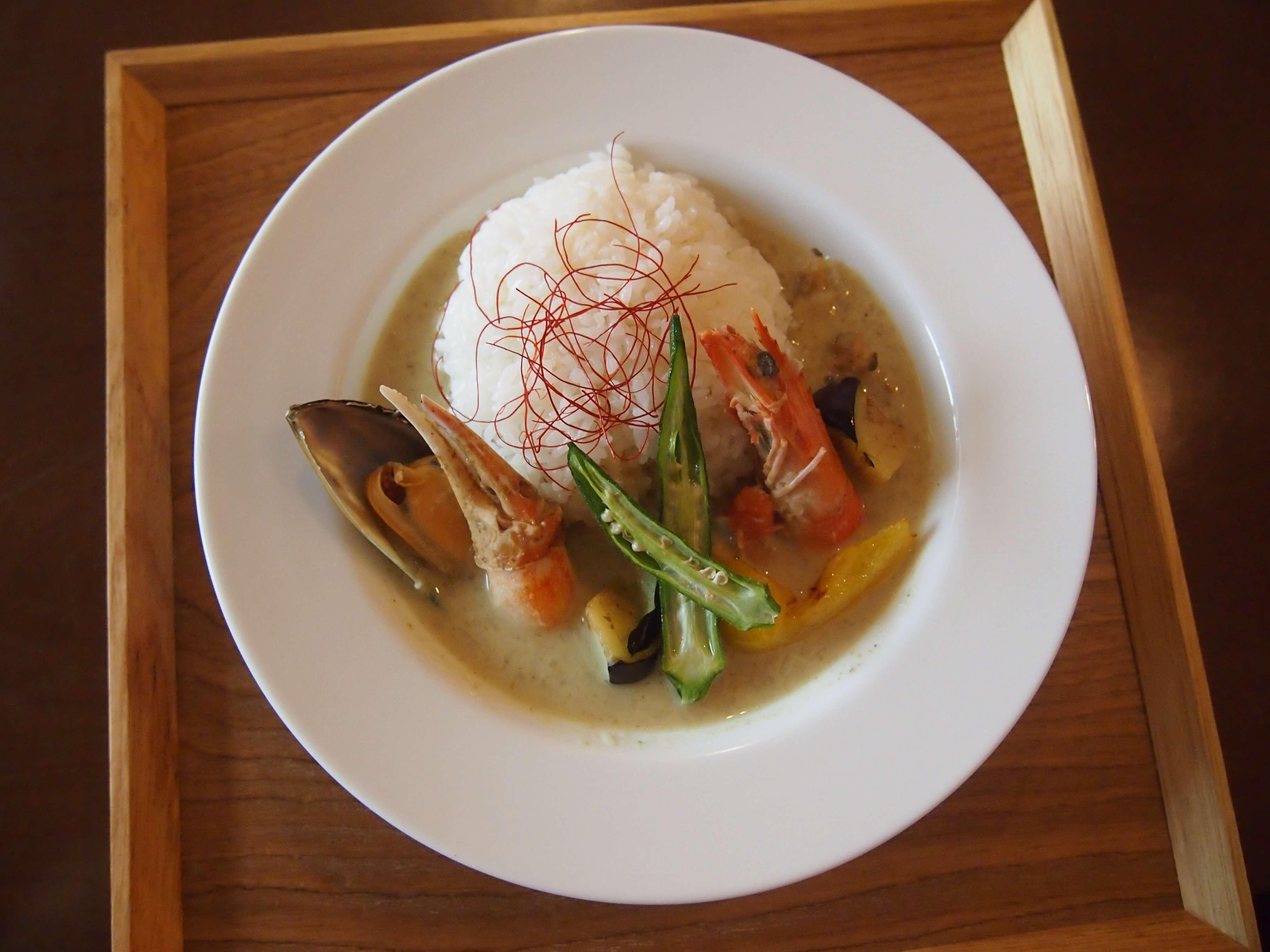 【ランチ】「スパイス食堂 MILL」のシーフードグリーンカレー【酒田】